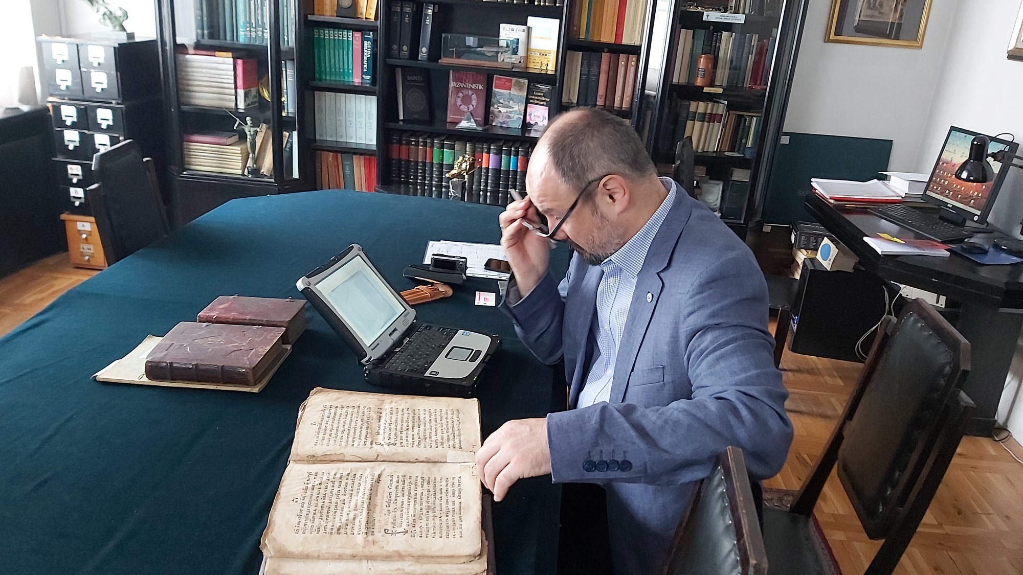 A Polish Researcher Enjoying Easy Access to Cyrillic and Greek Texts in Sofia